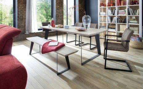 Jak wybrać stół drewniany?